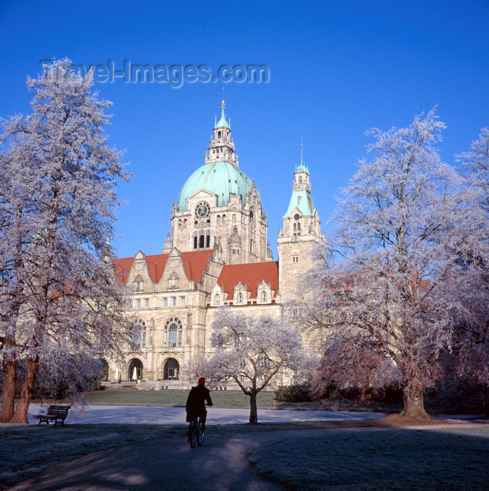 germany370: Hannover, Lower Saxony, Germany: New City Hall / Neues Rathau, Trammplatz and Maschpark in winter - snow - photo by A.Harries - (c) Travel-Images.com - Stock Photography agency - Image Bank