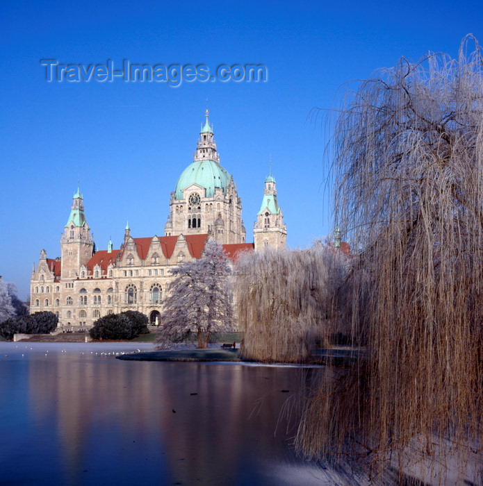 germany372: Hannover, Lower Saxony, Germany: New City Hall / Neues Rathaus and Maschteich lake in winter - photo by A.Harries - (c) Travel-Images.com - Stock Photography agency - Image Bank
