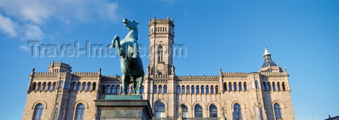 germany377: Hannover, Lower Saxony, Germany: horse statue in front of the University of Hanover, former castle of the King of Hanover and England - Gottfried Wilhelm Leibniz Universität Hannover - LUH - photo by A.Harries - (c) Travel-Images.com - Stock Photography agency - Image Bank