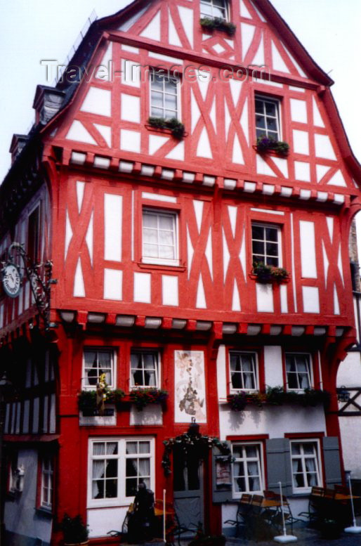 germany57: Germany / Deutschland - Boppard (Rhineland-Palatinate / Rheinland-Pfalz): red wood - timber framing on an old building | Fachwerk - photo by M.Torres - (c) Travel-Images.com - Stock Photography agency - Image Bank