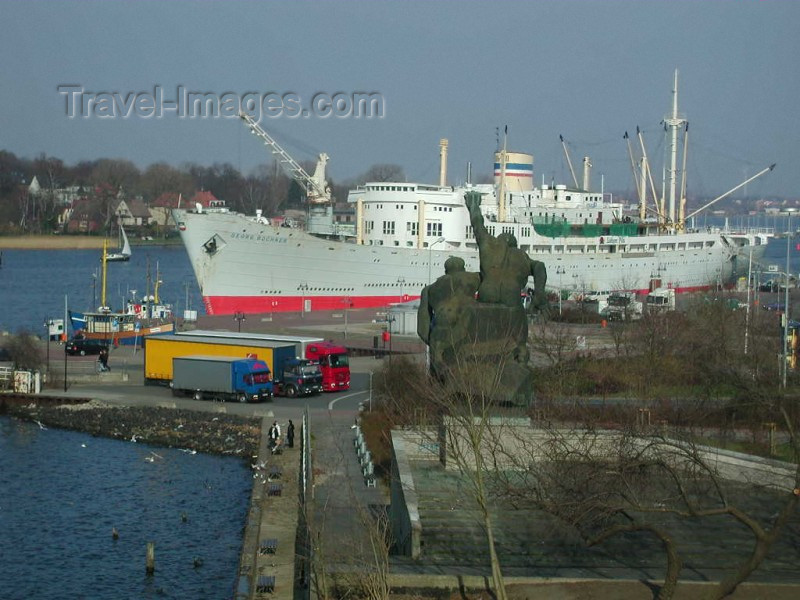 germany64: Rostock / RLG (Mecklenburg-Vorpommern / Mecklenburg-Western Pomerania): giants in the harbour - photo by E.Soroko - (c) Travel-Images.com - Stock Photography agency - Image Bank