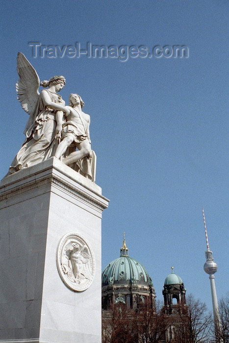 germany66: Germany / Deutschland - Berlin / Berlim / THF / TXL / SXF: statue at the castle bridge / Schlossbrücke - photo by M.Bergsma - (c) Travel-Images.com - Stock Photography agency - Image Bank