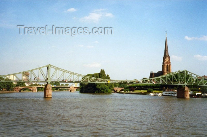 germany8: Germany / Deutschland - Frankfurt am Main (Hessen): truss bridge over the Main river - Eiserner Steg, iron footbridge connecting the center with Sachsenhausen - photo by M.Torres - (c) Travel-Images.com - Stock Photography agency - Image Bank