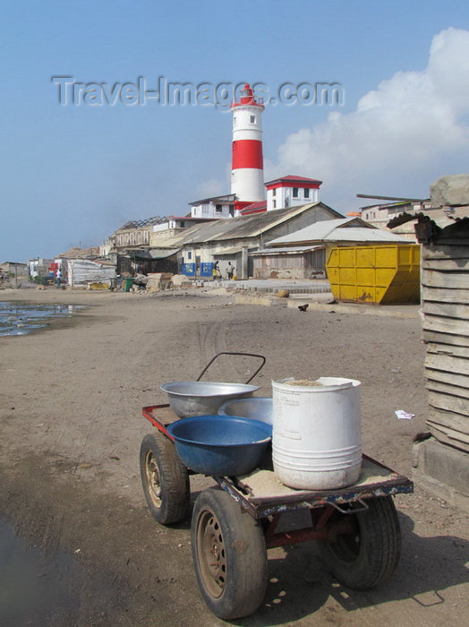 ghana3: Accra, Ghana: the light house Jamesfort Light - cart on the beach - Jamestown district - photo by G.Frysinger - (c) Travel-Images.com - Stock Photography agency - Image Bank