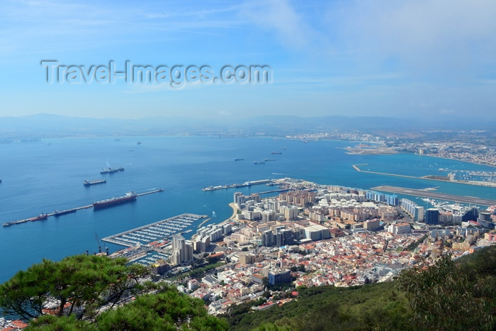 gibraltar42: Gibraltar: town and harbour framed by the Upper Rock Nature Reserve and the Bay of Algeciras - photo by M.Torres - (c) Travel-Images.com - Stock Photography agency - Image Bank