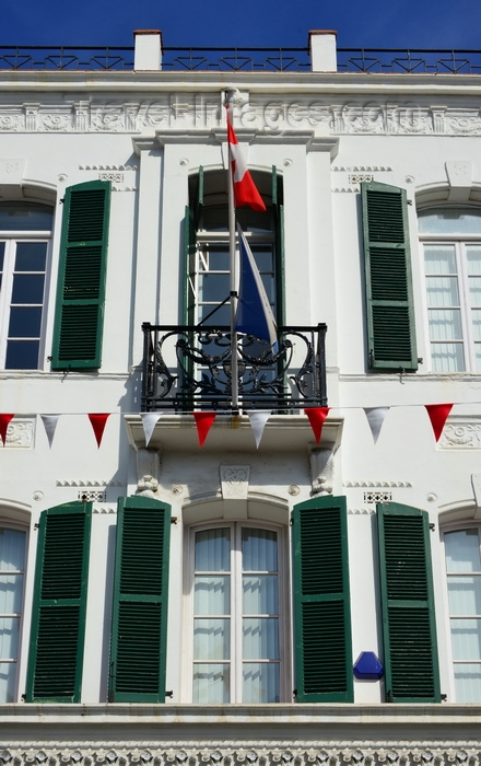 gibraltar70: Gibraltar: balcony with Swiss flag on Main Street - Turicum Bank - photo by M.Torres - (c) Travel-Images.com - Stock Photography agency - Image Bank