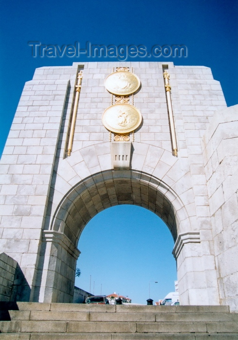 gibraltar9: Gibraltar: American war memorial - arch erected in 1933 to commemorate the links between the Royal Navy and the US Navy in WWI - designed by Dr Paul Cret of Philadelphia - photo by M.Torres - (c) Travel-Images.com - Stock Photography agency - Image Bank