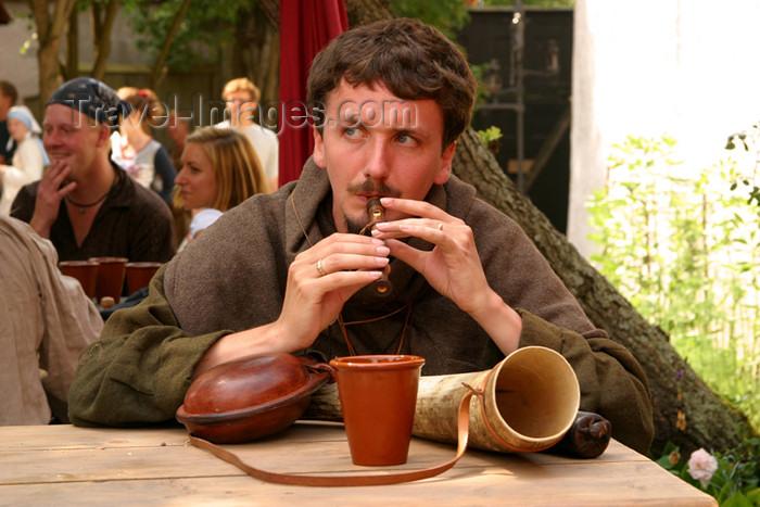 gotland1: Sweden - Gotland island / Gotlands län - Visby: piper - musician - horn - medieval festival / Medeltidsveckan på Gotland - photo by C.Schmidt - (c) Travel-Images.com - Stock Photography agency - Image Bank