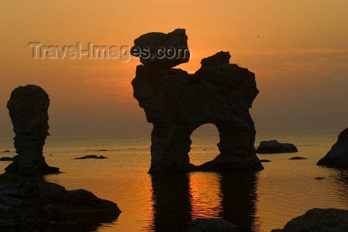 gotland10: Sweden - Gotland / Gotlands län - Fårö island - Gamle Hamn, Lauterhorn: Rauk rock formation - sunset - Rauk på Fårö - Rauken Gamlehamn - reflection - Baltic sea - silhouette - photo by C.Schmidt - (c) Travel-Images.com - Stock Photography agency - Image Bank