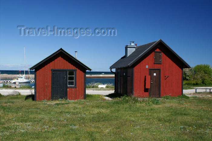 gotland102: Gotland island - Lickershamn: fishing village - red huts - photo by A.Ferrari - (c) Travel-Images.com - Stock Photography agency - Image Bank