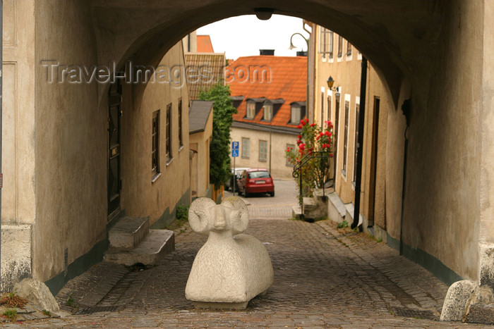 gotland17: Sweden - Gotland island - Visby: sheep statue - Hanseatic Town of Visby - Unesco world heritage site / staty av en far - photo by C.Schmidt - (c) Travel-Images.com - Stock Photography agency - Image Bank