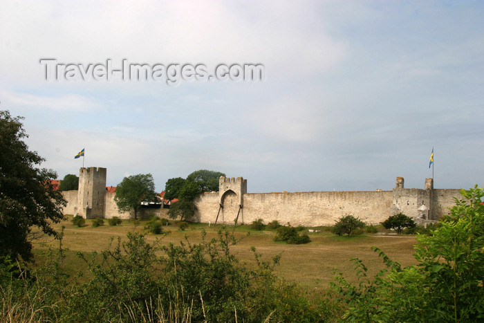 gotland25: Gotland island - Visby: town walls II - Visby stadsmur - Ville ligue hanséatique / stad muren - photo by C.Schmidt - (c) Travel-Images.com - Stock Photography agency - Image Bank