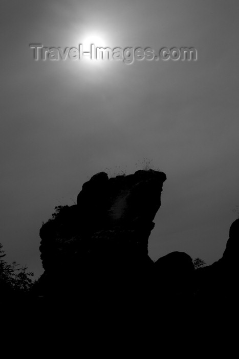 gotland3: Sweden - Gotland island / Gotlands län - Klintkusten: rock silhouette against the sun - photo by C.Schmidt - (c) Travel-Images.com - Stock Photography agency - Image Bank