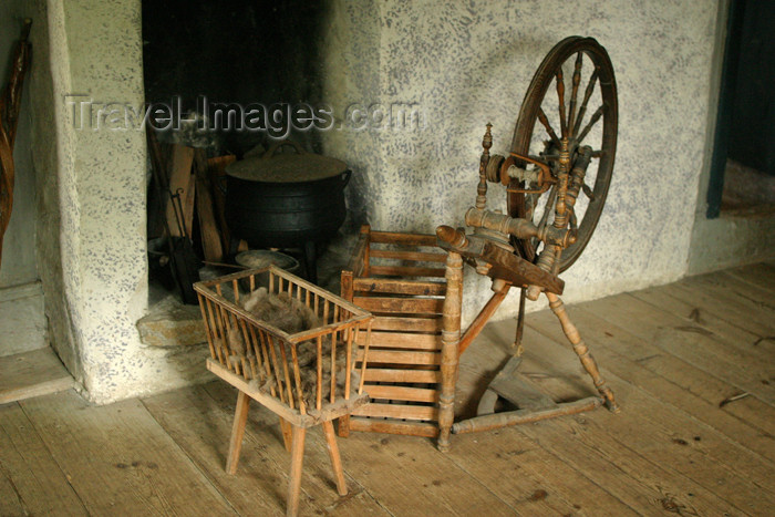 gotland40: Sweden - Gotland island / Gotlands län - spinning wheel - old house - photo by C.Schmidt - (c) Travel-Images.com - Stock Photography agency - Image Bank