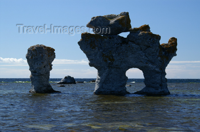 gotland55: Fårö island, Gotland, Sweden - Lauterhorn - Gamle Hamn: 'Raukar' rock formations - natural arch - photo by A.Ferrari - (c) Travel-Images.com - Stock Photography agency - Image Bank