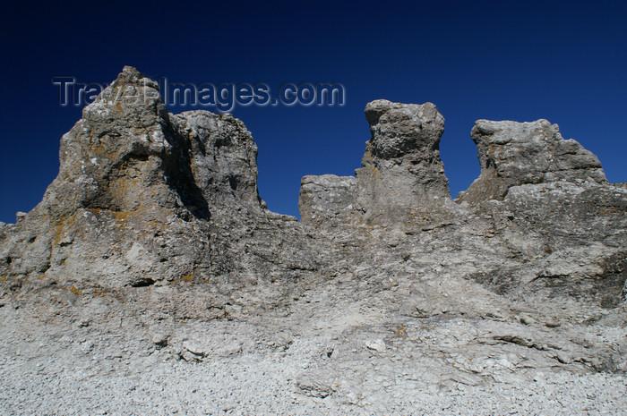 gotland61: Fårö island, Gotland, Sweden - Digerhuvud: 'Raukar' - limestone rock formations - wall - photo by A.Ferrari - (c) Travel-Images.com - Stock Photography agency - Image Bank