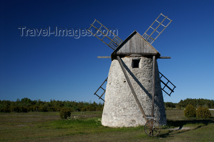 gotland70: Fårö island, Gotland, Sweden - Broa: old stone windmill - rear wheel - photo by A.Ferrari - (c) Travel-Images.com - Stock Photography agency - Image Bank