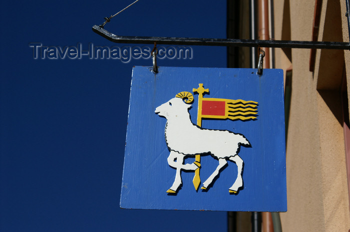 gotland75: Gotland - Visby: Gotland symbol on a building - photo by A.Ferrari - (c) Travel-Images.com - Stock Photography agency - Image Bank