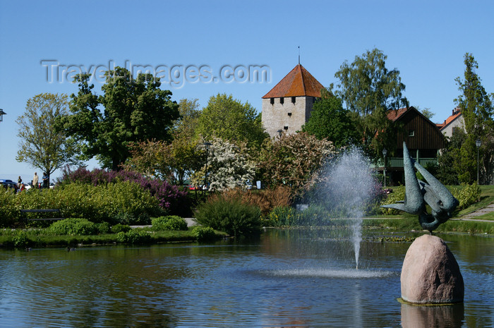 gotland76: Gotland - Visby: Almedalen park - pond an fortifications - photo by A.Ferrari - (c) Travel-Images.com - Stock Photography agency - Image Bank