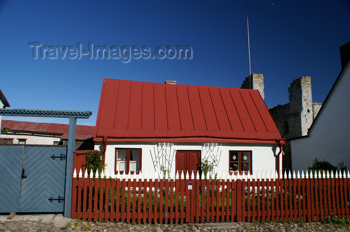 gotland88: Gotland - Visby: old red roofed house along Murgatan - picket fence - photo by A.Ferrari - (c) Travel-Images.com - Stock Photography agency - Image Bank