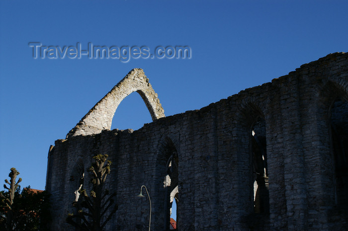 gotland99: Gotland - Visby: old ruined church on Stora Torget  - photo by A.Ferrari - (c) Travel-Images.com - Stock Photography agency - Image Bank