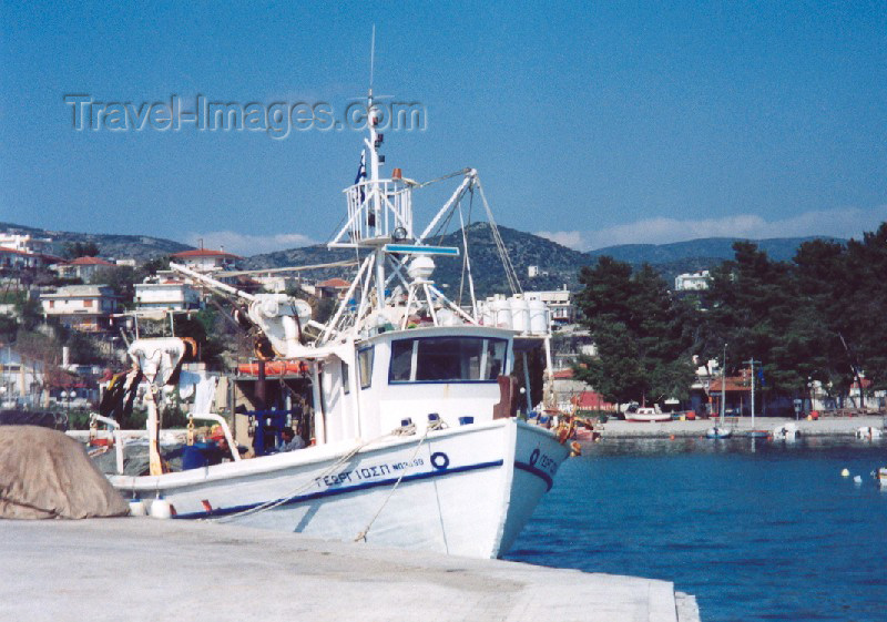 greece103: Greece - N.Anhialos (Thessalia): preparing the Georgios (photo by Miguel Torres) - (c) Travel-Images.com - Stock Photography agency - Image Bank
