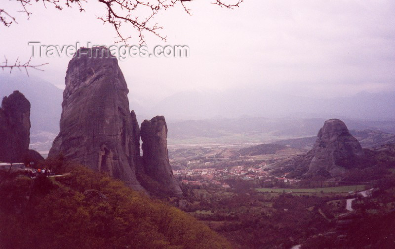 greece119: Greece - Meteora (Thessalia): silent giants (photo by Miguel Torres) - (c) Travel-Images.com - Stock Photography agency - Image Bank