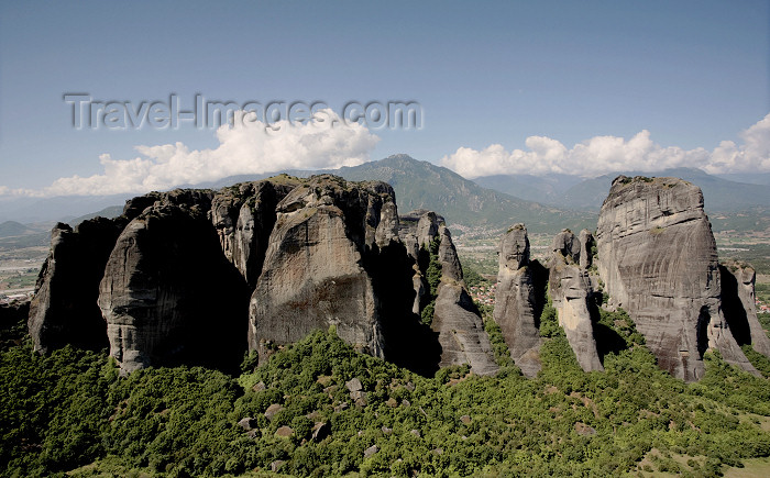 greece476: Greece - Meteora: sandstone rock pillars - photo by A.Dnieprowsky - (c) Travel-Images.com - Stock Photography agency - Image Bank