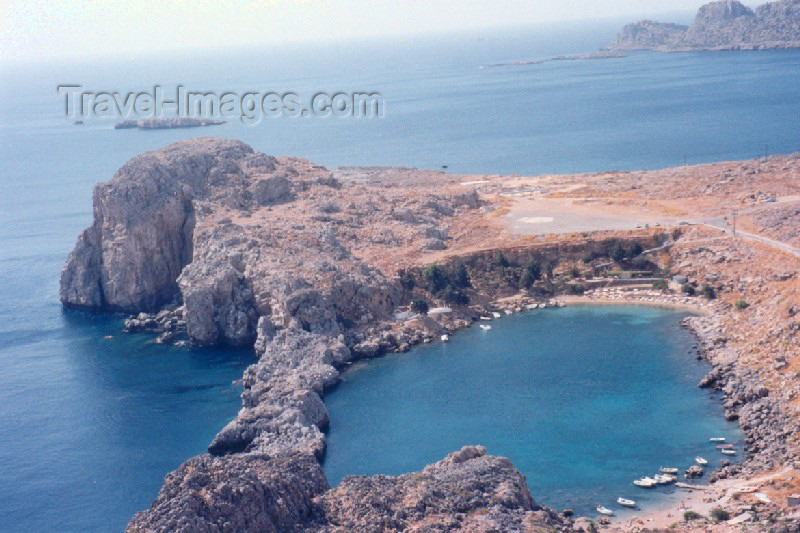 greece86: Greek islands - Rhodes - Lindos: dressed in white (photo by Aurora Baptista) - (c) Travel-Images.com - Stock Photography agency - Image Bank