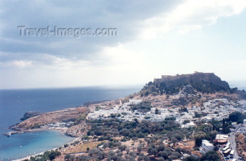 greece88: Greek islands - Rhodes - Lindos: the town and the Aegean sea (photo by Aurora Baptista) - (c) Travel-Images.com - Stock Photography agency - Image Bank
