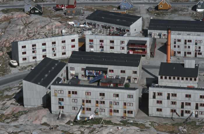 greenland47: Greenland - Ilulissat / Jakobshavn (West Greenland / Kitaa / Vestgroland) - blocksof modern flats - photo by W.Allgower - (c) Travel-Images.com - Stock Photography agency - Image Bank