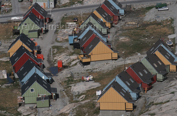 greenland50: Greenland - Ilulissat / Jakobshavn - multicolored timberbuildings - photo by W.Allgower - (c) Travel-Images.com - Stock Photography agency - Image Bank