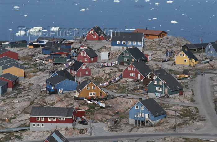 greenland51: Greenland - Ilulissat / Jakobshavn - multicolored timberbuildings - in the background the Disko bay - photo by W.Allgower - (c) Travel-Images.com - Stock Photography agency - Image Bank