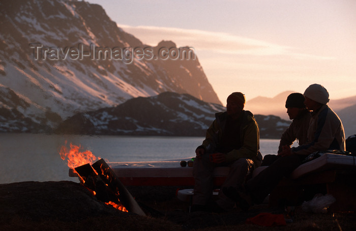 greenland75: Greenland, Apussuit: skiers around fire in camp - photo by S.Egeberg - (c) Travel-Images.com - Stock Photography agency - Image Bank