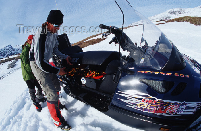greenland94: Greenland, Apussuit: snowscooters on the snow - photo by S.Egeberg - (c) Travel-Images.com - Stock Photography agency - Image Bank