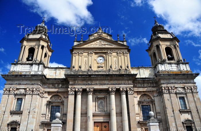 guatemala100: Ciudad de Guatemala / Guatemala city: Metropolitan Cathedral - neo-classical architecture by Marcos Ibáñez - Catedral Primada Metropolitana de Santiago - photo by M.Torres - (c) Travel-Images.com - Stock Photography agency - Image Bank