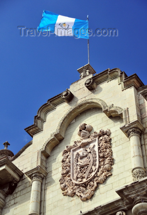 guatemala105: Ciudad de Guatemala / Guatemala city: National Palace of Culture - Guatemalan coat of arms and flag - photo by M.Torres - (c) Travel-Images.com - Stock Photography agency - Image Bank