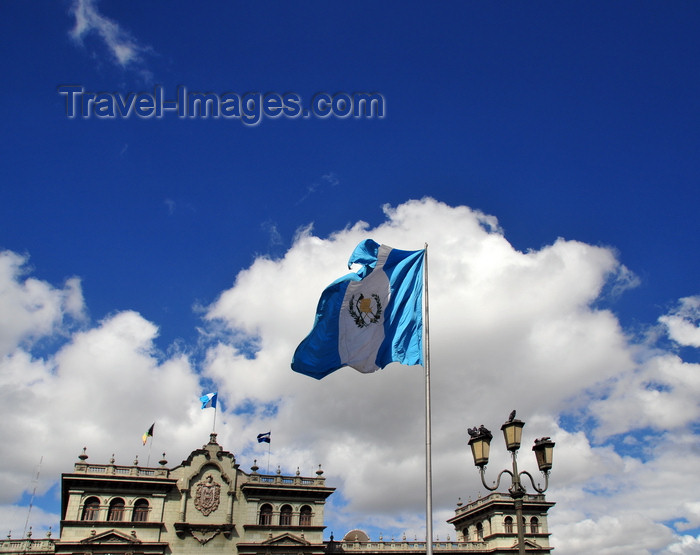 guatemala110: Ciudad de Guatemala / Guatemala city: flag, sky and National Palace of Culture - Centro Histórico - photo by M.Torres - (c) Travel-Images.com - Stock Photography agency - Image Bank