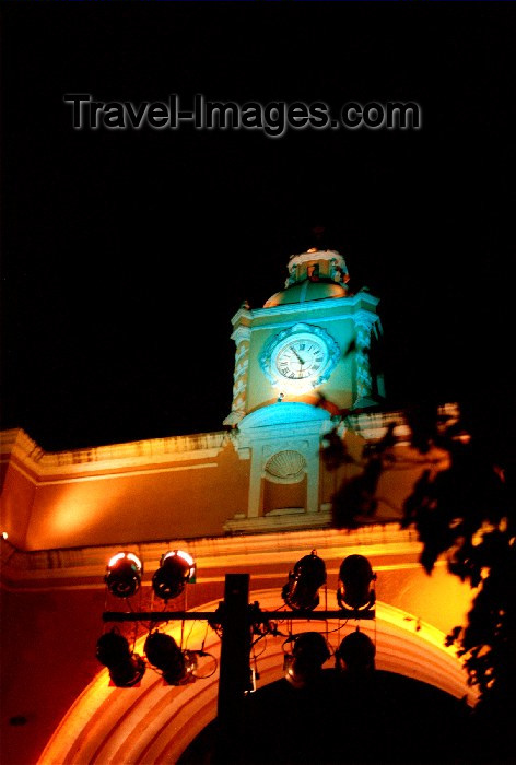 guatemala19: Guatemala - Antigua Guatemala: Santa Catalina arch, connecting two parts of old Convent - nocturnal / Arco de Santa Catalina en Antigua Guatemala - photo by H.Roldán - (c) Travel-Images.com - Stock Photography agency - Image Bank