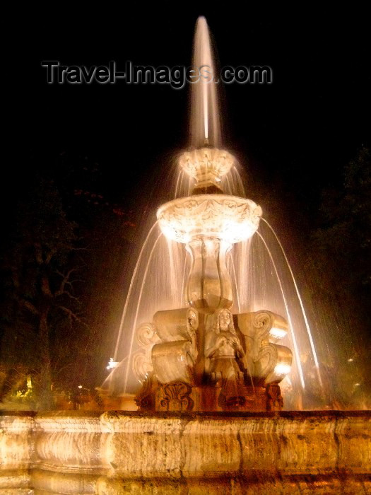 guatemala20: Guatemala - Antigua Guatemala: fountain in the central square / Fuente en la Plaza Central de Antigua Guatemala (photographer: Hector Roldán) - (c) Travel-Images.com - Stock Photography agency - Image Bank