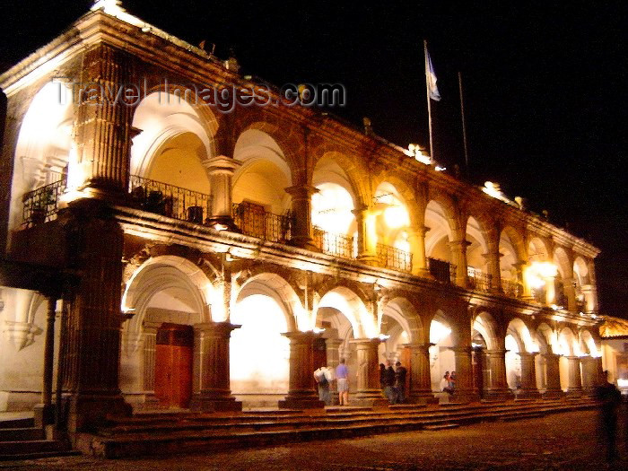 guatemala21: Guatemala - Antigua Guatemala: the Museum of San Carlos University - at night / Fotografia nocturna del Museo de la Universidad de San Carlos en Antigua Guatemala  (photographer: Hector Roldán) - (c) Travel-Images.com - Stock Photography agency - Image Bank