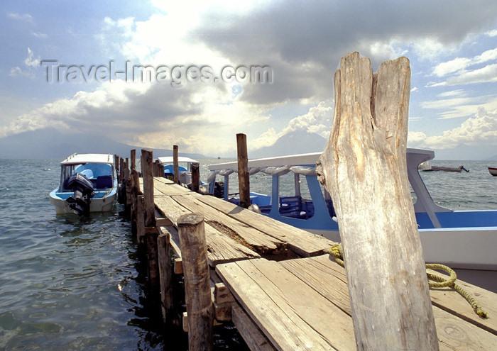 guatemala30: Guatemala - Panajachel - Lago de Atitlán - Sololá department: pier for lake transportation - boats - Lake Atitlán (photo by A.Walkinshaw) - (c) Travel-Images.com - Stock Photography agency - Image Bank
