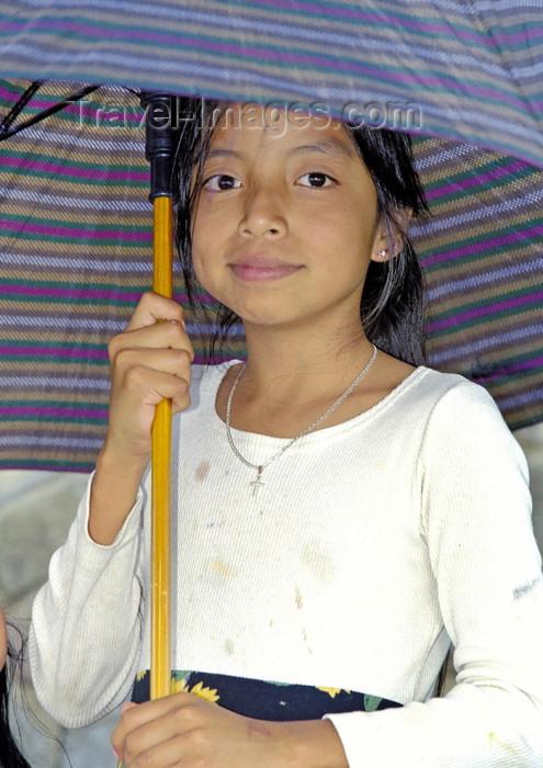 guatemala32: Guatemala - Lago de Atitlán: umbrella girl (photo by A.Walkinshaw) - (c) Travel-Images.com - Stock Photography agency - Image Bank