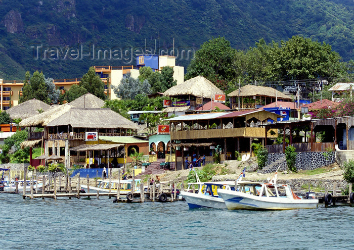 guatemala36: Guatemala - Panajachel - Lago de Atitlán - Sololá department: building on stilts - Lake Atitlán (photo by A.Walkinshaw) - (c) Travel-Images.com - Stock Photography agency - Image Bank