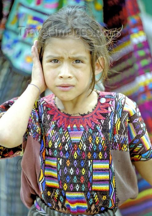 guatemala37: Guatemala - Lago de Atitlán: girl crying (photo by A.Walkinshaw) - (c) Travel-Images.com - Stock Photography agency - Image Bank