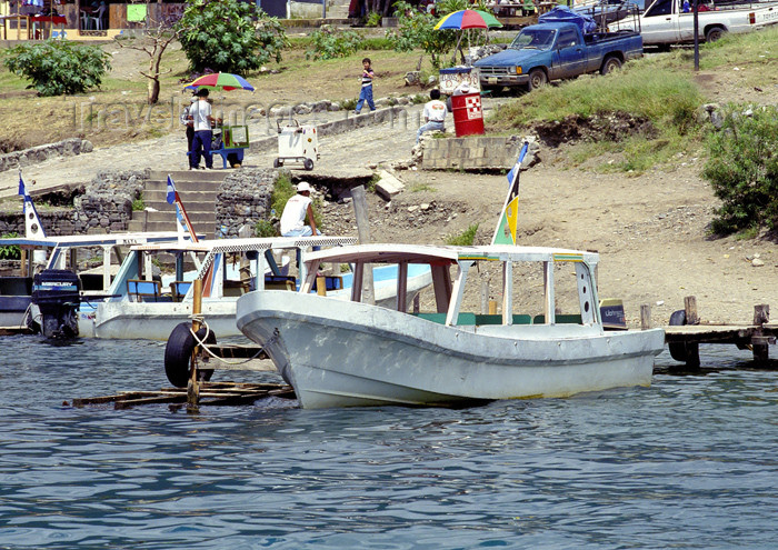 guatemala39: Guatemala - Panajachel - Lago de Atitlán - Sololá department: water taxis - Lake Atitlán (photo by A.Walkinshaw) - (c) Travel-Images.com - Stock Photography agency - Image Bank