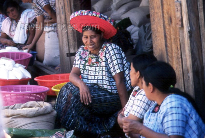 guatemala4: Guatemala - Santiago Atitlan (Solola province): market with woman wearing the traditional halo headdress - as pictured on one of the Guatemalean coins (photographer: Mona Sturges) - (c) Travel-Images.com - Stock Photography agency - Image Bank