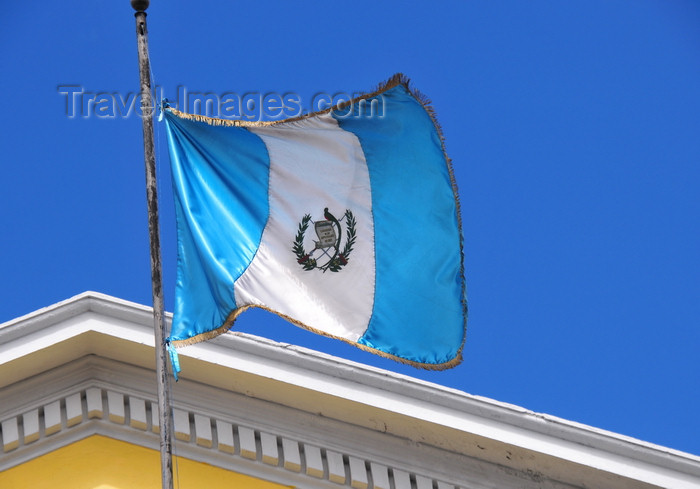 guatemala58: Ciudad de Guatemala / Guatemala city: Guatemalan flag at Todo Pago - 9a calle - Zona 1 - photo by M.Torres - (c) Travel-Images.com - Stock Photography agency - Image Bank