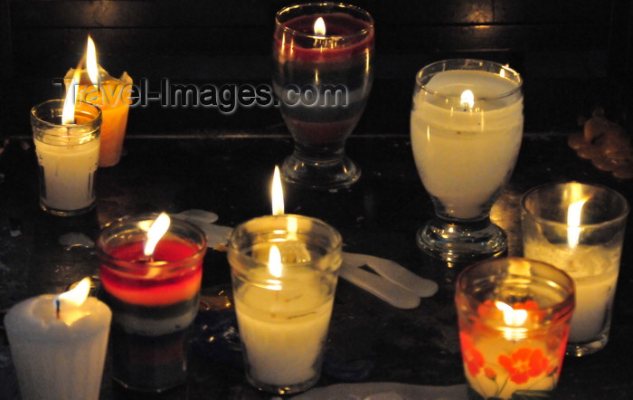 guatemala65: Ciudad de Guatemala / Guatemala city: candles at the Metropolitan Cathedral - Catedral Metropolitana - photo by M.Torres - (c) Travel-Images.com - Stock Photography agency - Image Bank