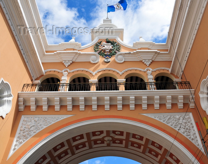 guatemala76: Ciudad de Guatemala / Guatemala city: former Central post office - elegant arch over 13a Calle, inspired in the Arco de Santa Catalina in Antigua Guatemala - antiguo edificio de Correos - Centro Cultural Metropolitano - photo by M.Torres - (c) Travel-Images.com - Stock Photography agency - Image Bank